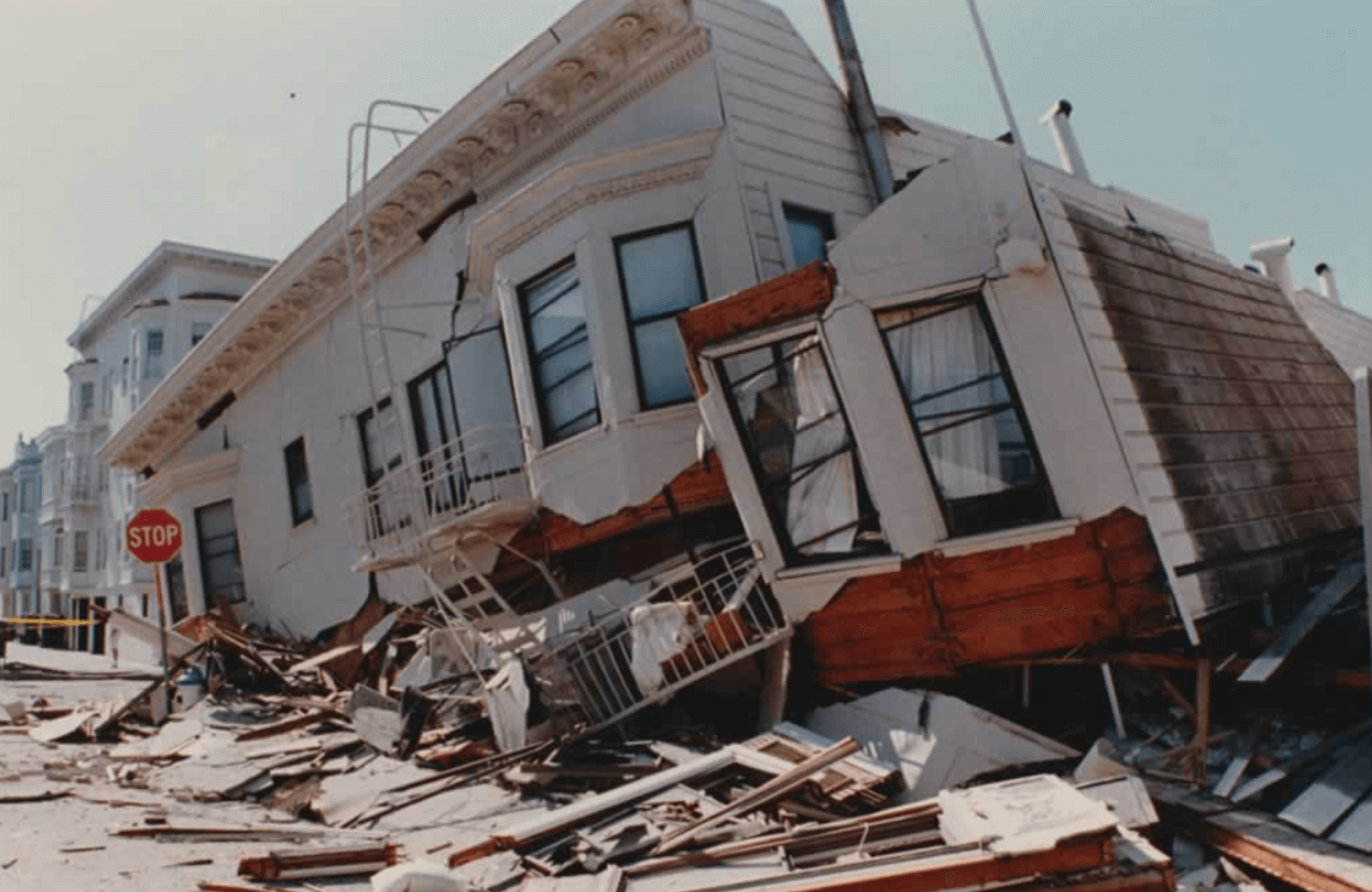 Image from the Loma Prieta earthquake in 1989 for the blog post on earthquake insurance
