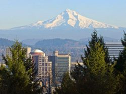 Picture of Mt Hood over Portland for the Find Insurance Agents in Oregon, best car insurance in Oregon and best home insurance in Oregon web pages on valchoice.com